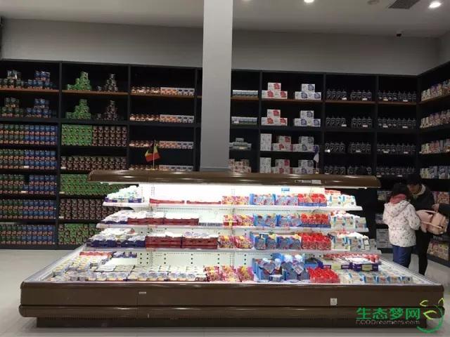 40平米化妆品店装修图